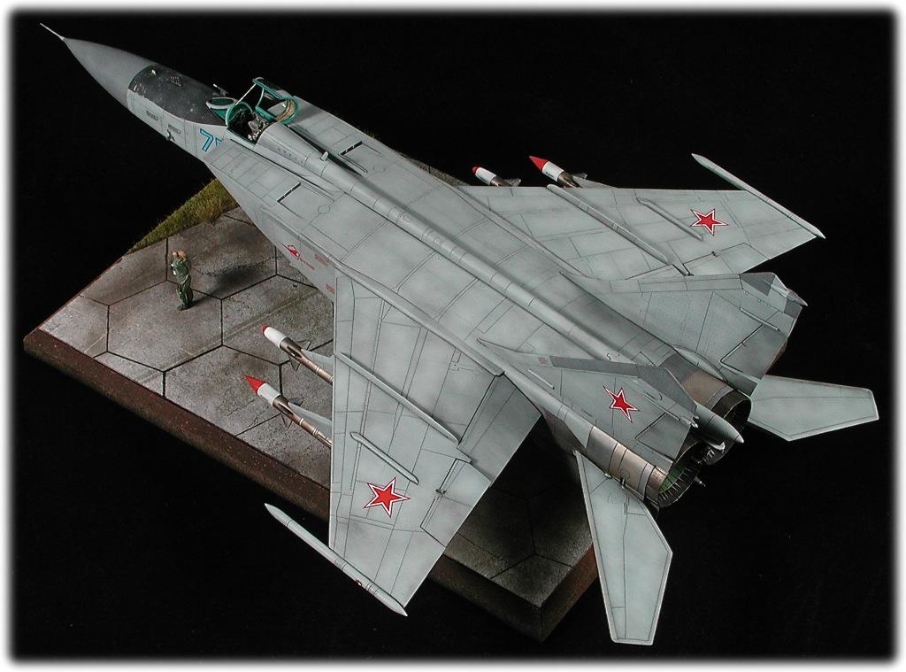 plastic scale model 1/72 Mikoyan Mig-25 CONDOR